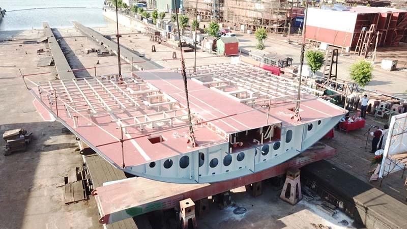 Công ty Đóng tàu Hạ Long: Đặt ky tàu khách 110m và ký hợp đồng đóng mới tàu chở hàng rời 23.000 tấn