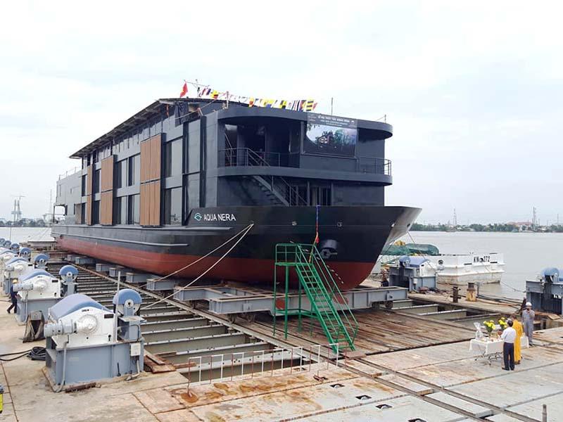 Tàu khách cao cấp Aqua Nera
